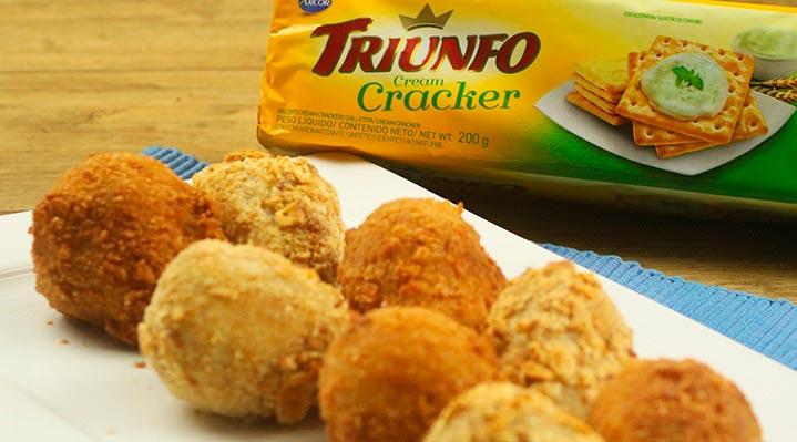 Coxinha de Frango com biscoito Triunfo Cracker - Coxinha de Frango com biscoito Triunfo Cracker