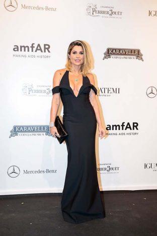 Flavia Alessandra 1 312x468 - Baile de gala do amfAR reuniu famosos em São Paulo