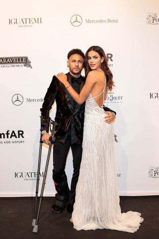 Neymar Jr e Bruna Marquezine 10 312x468 - Baile de gala do amfAR reuniu famosos em São Paulo