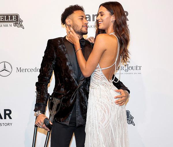 Neymar Jr e Bruna Marquezine 12 - Baile de gala do amfAR reuniu famosos em São Paulo