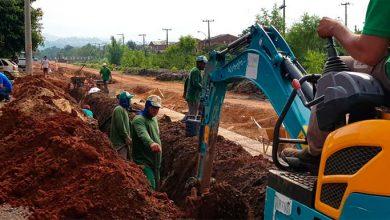 Nova rede de água está sendo instalada na Avenida Alcântara 1 390x220 - Avenida Alcântara começa a receber nova rede de água