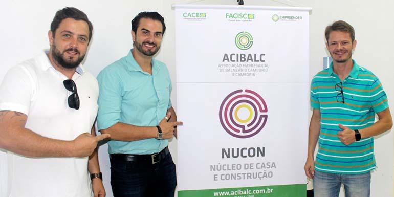 O presidente da Acibalc Augusto Munchen com o coordendor do núcleo Gabriel Molina e o vice Fábricio Sasse - Setor de Casa e Construção ganha núcleo setorial em Balneário Camboriú