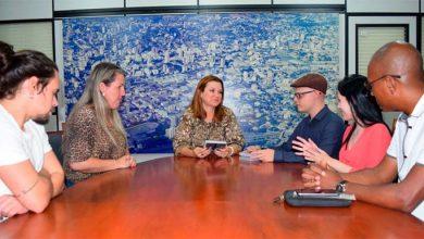 Prefeita Fátima Daudt recebe documentário sobre o Catavida 390x220 - Prefeita Fátima Daudt recebe documentário sobre o Catavida