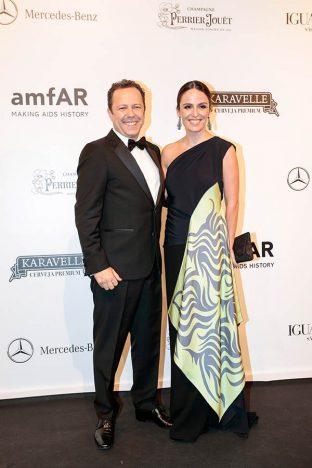 Vik Muniz E Malu Barros 2 312x468 - Baile de gala do amfAR reuniu famosos em São Paulo