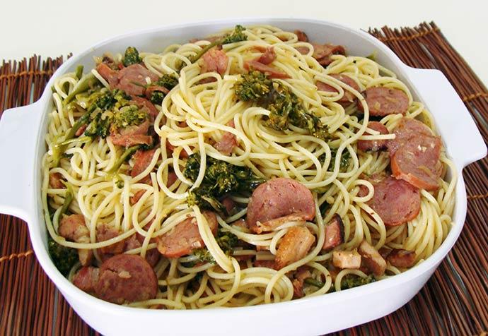 espagetinho alho e oleo abima - Espaguetinho ao alho e óleo com brócolis e calabresa