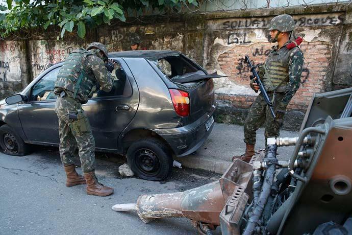 forças armadas rio - Forças Armadas ajudarão no combate a roubo de veículos no Rio