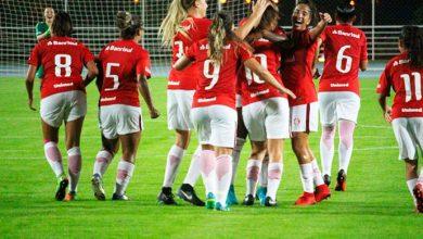 gurias coloradas 1 390x220 - Inter goleia o Embu das Artes por 4 a 0 na estreia do Brasileiro Feminino A2