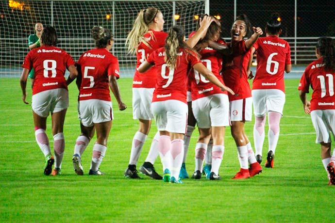 gurias coloradas 1 - Inter goleia o Embu das Artes por 4 a 0 na estreia do Brasileiro Feminino A2
