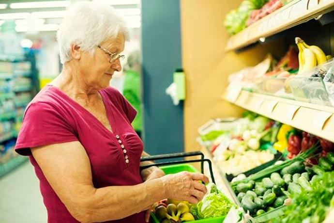 idoso compra - Inflação para terceira idade é de 0,89% no primeiro trimestre