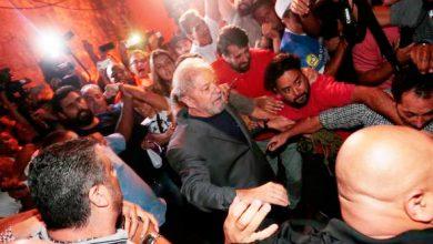 lula 1 390x220 - Lula deixa Sindicato dos Metalúrgicos e segue para o aeroporto de Congonhas