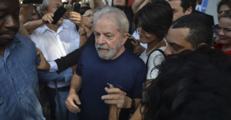 Resultado de imagem para Defesa pede envio de acusações contra Lula para Justiça em São Paulo
