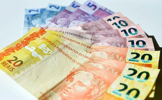 notas 1 - Aumenta preocupação de bancos com risco político e fiscal