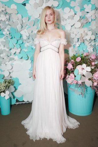 336783 788085 elle fanning  3  web  312x468 - Tiffany & Co. lança coleção de joias Tiffany Paper Flowers