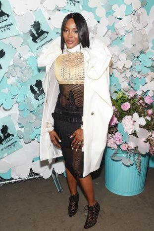336783 788113 naomi campbell web  311x468 - Tiffany & Co. lança coleção de joias Tiffany Paper Flowers