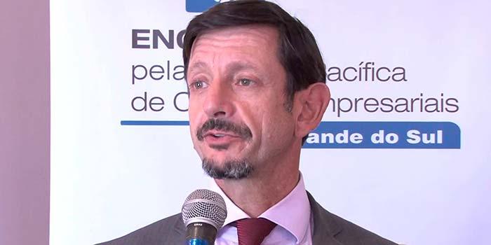André Jobim de Azevedo - Tema do Momento do Empreendedor de maio é reforma trabalhista e o empreendedorismo