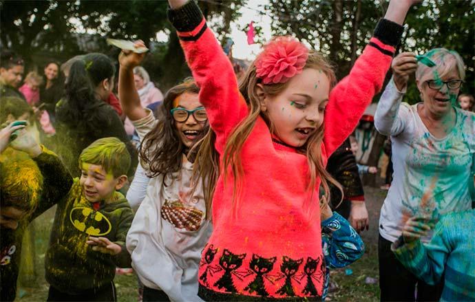 Atividade marcou as comemorações da Semana Internacional do Brincar - Canoas: Escola Infantil Pequeno Polegar promoveu Holi Happy Kids
