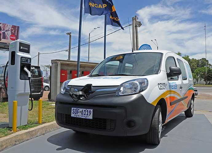 AutoElectricoEstacionPresidencia - Uruguai inaugura a primeira Rota para Carros Elétricos da América Latina