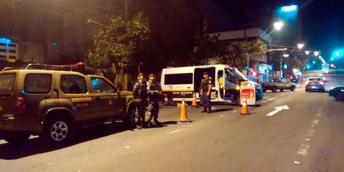 Balada Segura Das 56 abordagens 13 identificaram motoristas alcoolizados - 23% dos condutores abordados em Caxias do Sul no fim de semana estavam embriagados