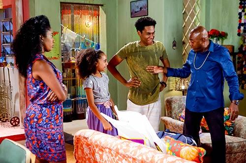 Capítulo 3 Ciro chega em casa após longo tempo de viagem e reencontra a Familia Foto Gabriel Cardoso SBT 1 - As Aventuras de Poliana - Resumo dos Capítulos 1 a 3 (16.05 a 18.05)