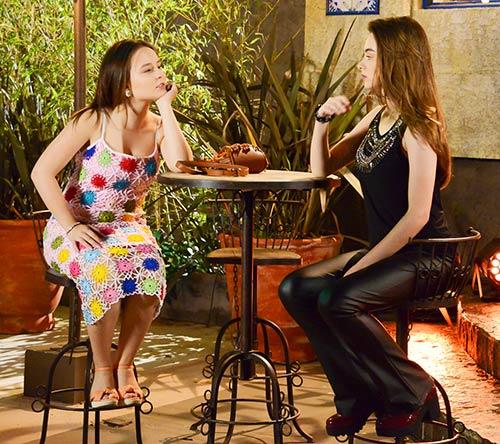 Capítulo 3 Mirela e Raquel descobrem estar encantadas pelo mesmo garoto Foto João Raposo SBT - As Aventuras de Poliana - Resumo dos Capítulos 1 a 3 (16.05 a 18.05)