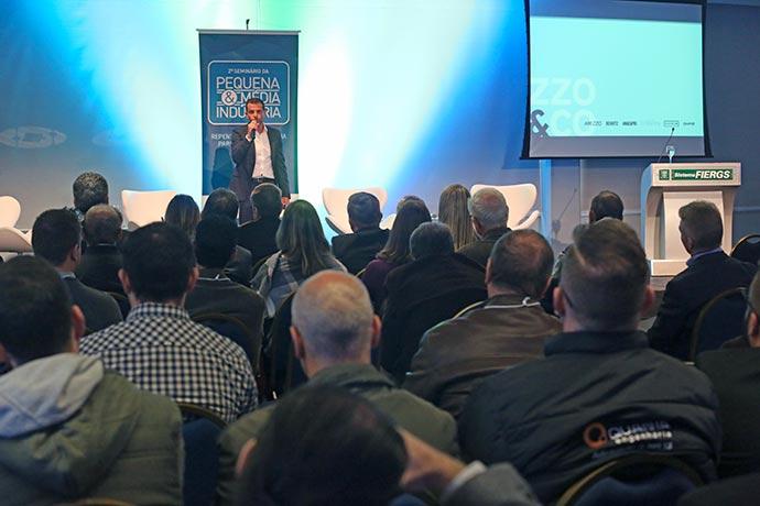 Copemi - Alexandre Birmann palestra em evento na FIERGS