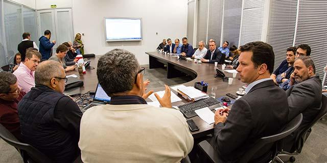 Em reunião no Ceic prefeitura informou a relação dos estabelecimentos  - Prefeitura de Porto Alegre divulgada lista de postos com capacidade de abastecimento