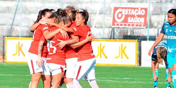 Equipe feminina venceu mais uma por 2 a 0 em Brasília - Invictas em 2018 Gurias Coloradas lideram Brasileirão A2