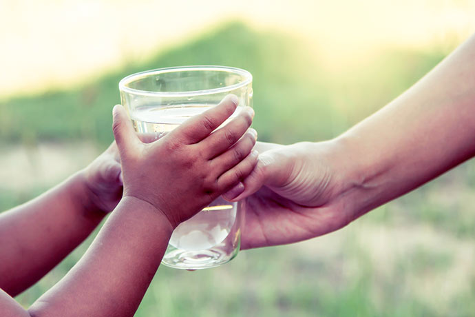 Hidratação Crianças - Crianças precisam criar hábito de beber água