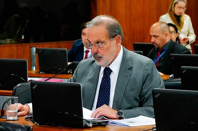Relator do projeto senador Armando Monteiro PTB PE - CCJ aprova novas regras para sistema de franquias