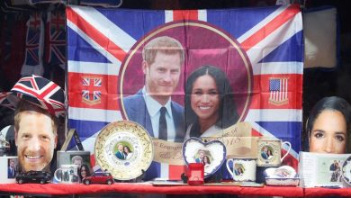 brindes 390x220 - Casamento real atrai milhares de turistas e aquece economia britânica