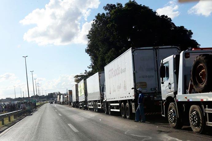 caminhoes - Brasil perdeu US$ 1 bi em exportações por causa de greve