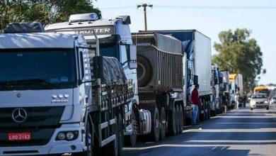 caminhoneiros brasil 390x220 - Empresas argentinas acompanham paralisação de caminhoneiros no Brasil