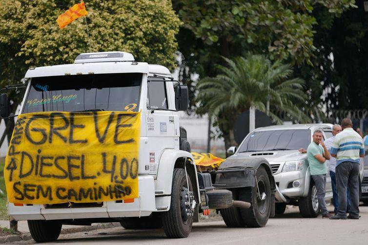 caminhoneiros - Associação de caminhoneiros pede fim dos bloqueios nas rodovias