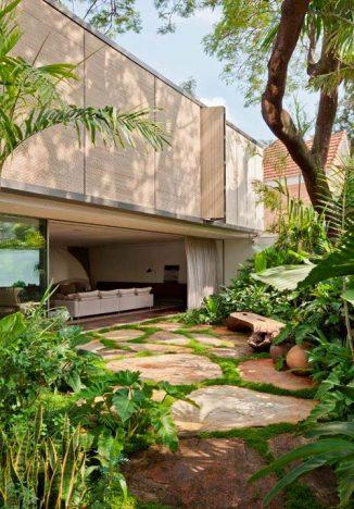 casa belgica 326x468 - Casa Bélgica: área social liberada de paredes e integrada ao jardim