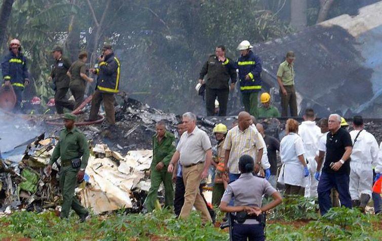cuba acidente aereo - Avião cai em Cuba e mata 110 pessoas