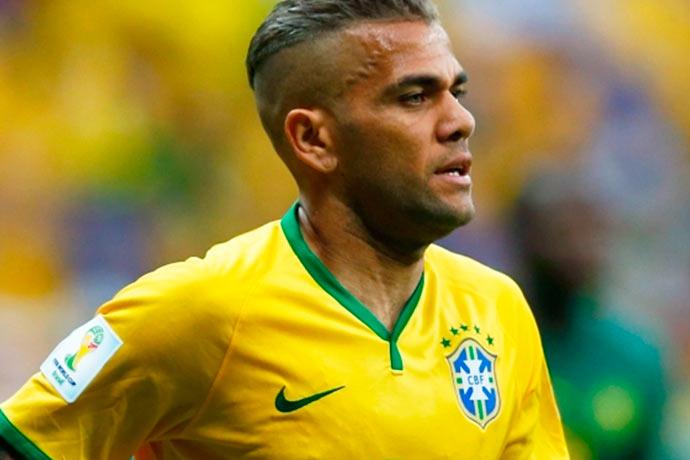 daniel alves - CBF confirma que Daniel Alves está fora da Copa