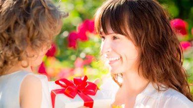dia mães 390x220 - Dicas para a compra do presente do Dia das Mães