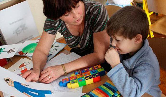 educação 690x405 - Homeschooling: educar a criança em casa é bom para o seu desenvolvimento?