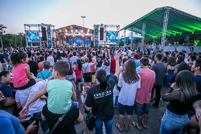 familia crista canoas - Dia da Família Cristã reuniu milhares de pessoas em Canoas