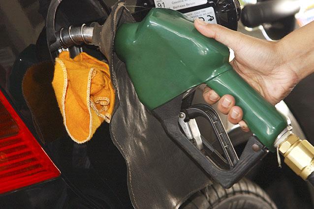 gasolina55 cópia - Falta de combustíveis revela dependência e necessidade de pensar alternativas ao petróleo
