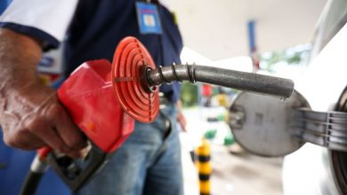 gasolina66 390x220 - Bolsonaro anuncia redução no preço da gasolina nas refinarias