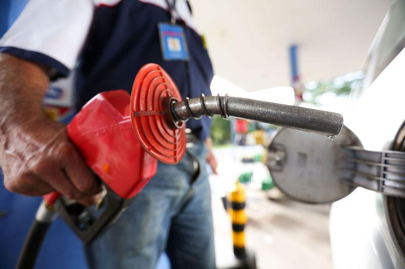 gasolina66 - Bolsonaro anuncia redução no preço da gasolina nas refinarias
