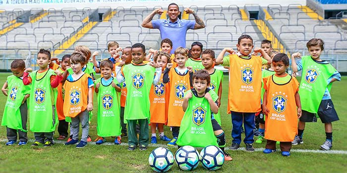lg noticias gra mio recebe 150 criana as na arena para o festival do futeboll 21078 - Festival do Futebol na Arena reúne 150 crianças