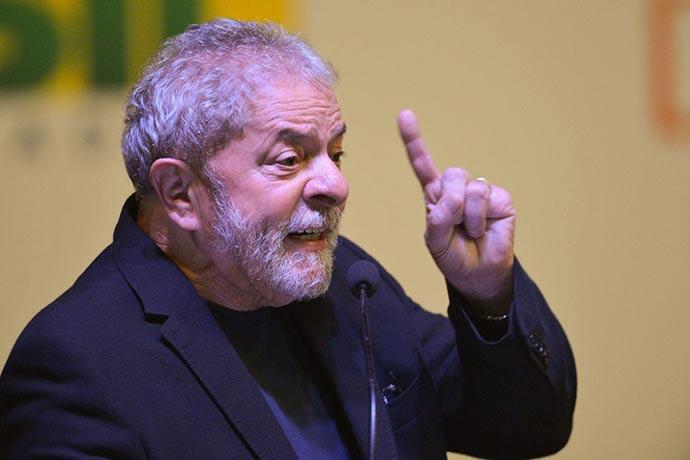 lula 1 - Juiz retira benefícios do ex-presidente Lula, preso em Curitiba