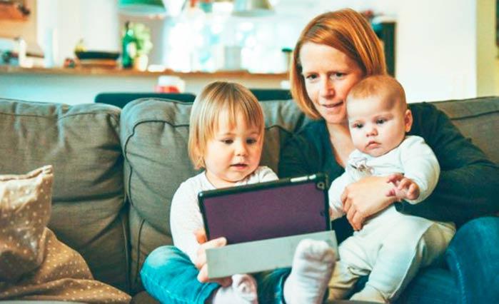 mae 1 - 30% das mães deixam o mercado de trabalho para cuidar dos filhos