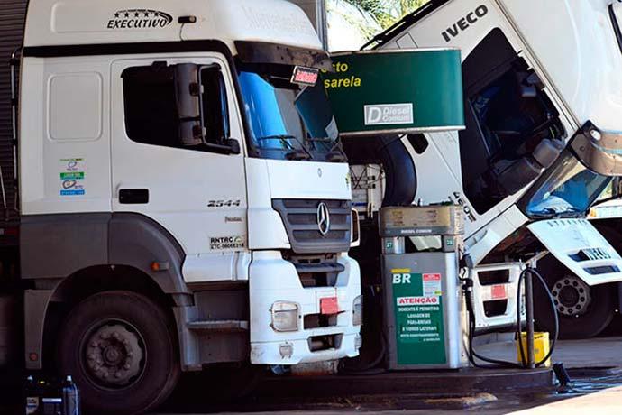 posto caminhao - Escalada do valor do combustível afeta transporte; entenda como o preço é formado