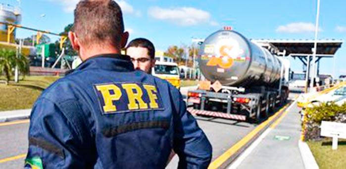 prf - Falta combustível em oito aeroportos do país, diz Infraero
