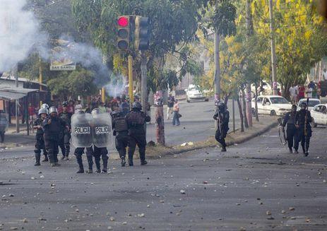 protestos na nicaragua - Grupo ataca estudantes que ocupam universidade na Nicarágua