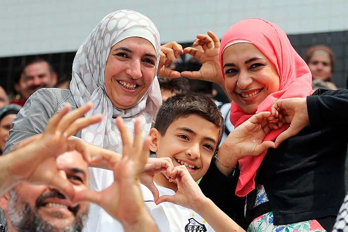 refugiados - Copa do Mundo: refugiados e famílias brasileiras torcerão juntos