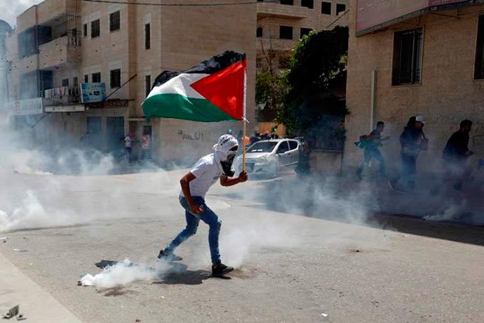 reuters mohamad torokman - Dia de festa e velórios em Israel, Gaza e Cisjordânia